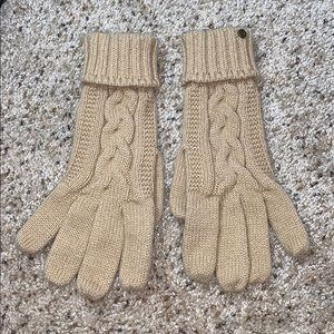 Isotoner Tan Cable Knit Winter Gloves- S/M